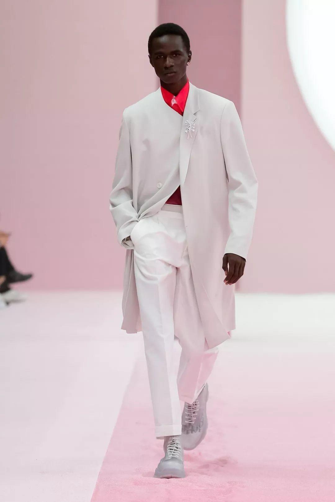 Dior迪奥 x Daniel Arsham重磅联名单品曝光,下月将开启发售!