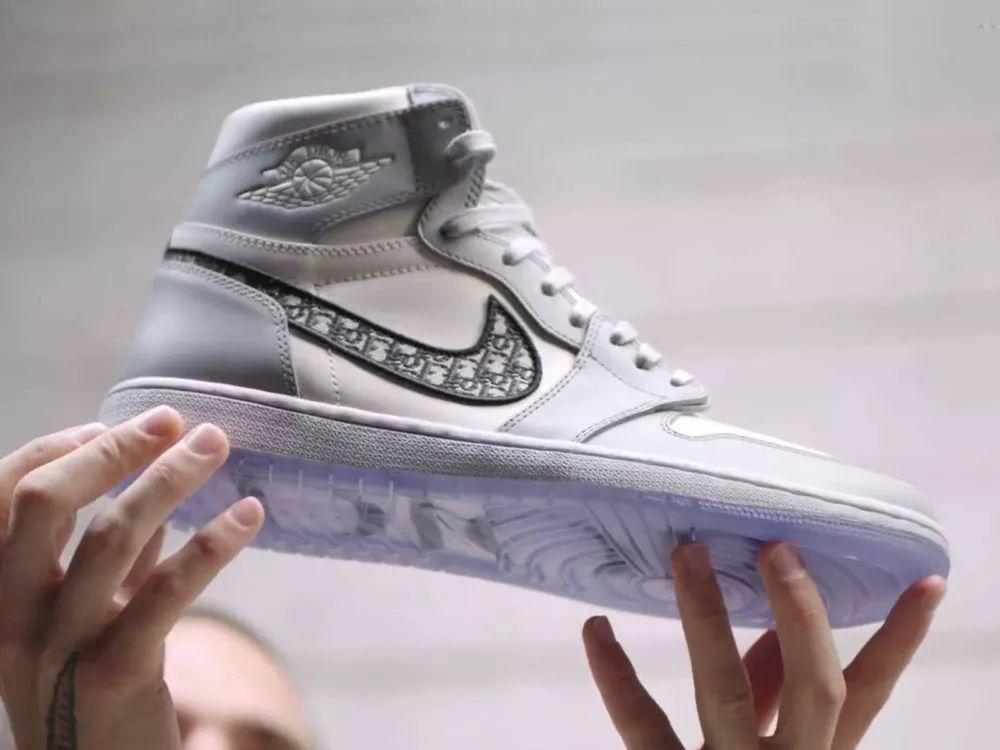 骚:Dior迪奥 x Air Jordan 1联名低帮实物提前曝光,限量发售!