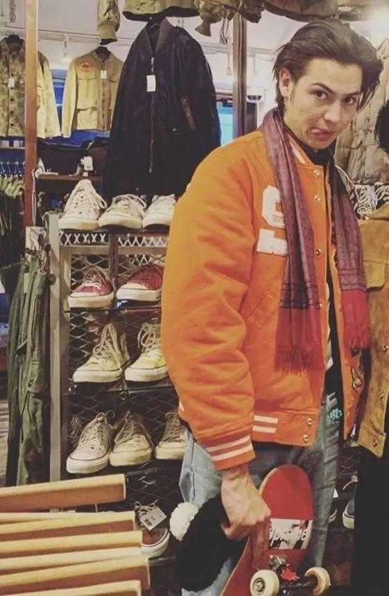 骚:Supreme披风、游泳镜、保鲜袋等配件曝光,疑下季发售!