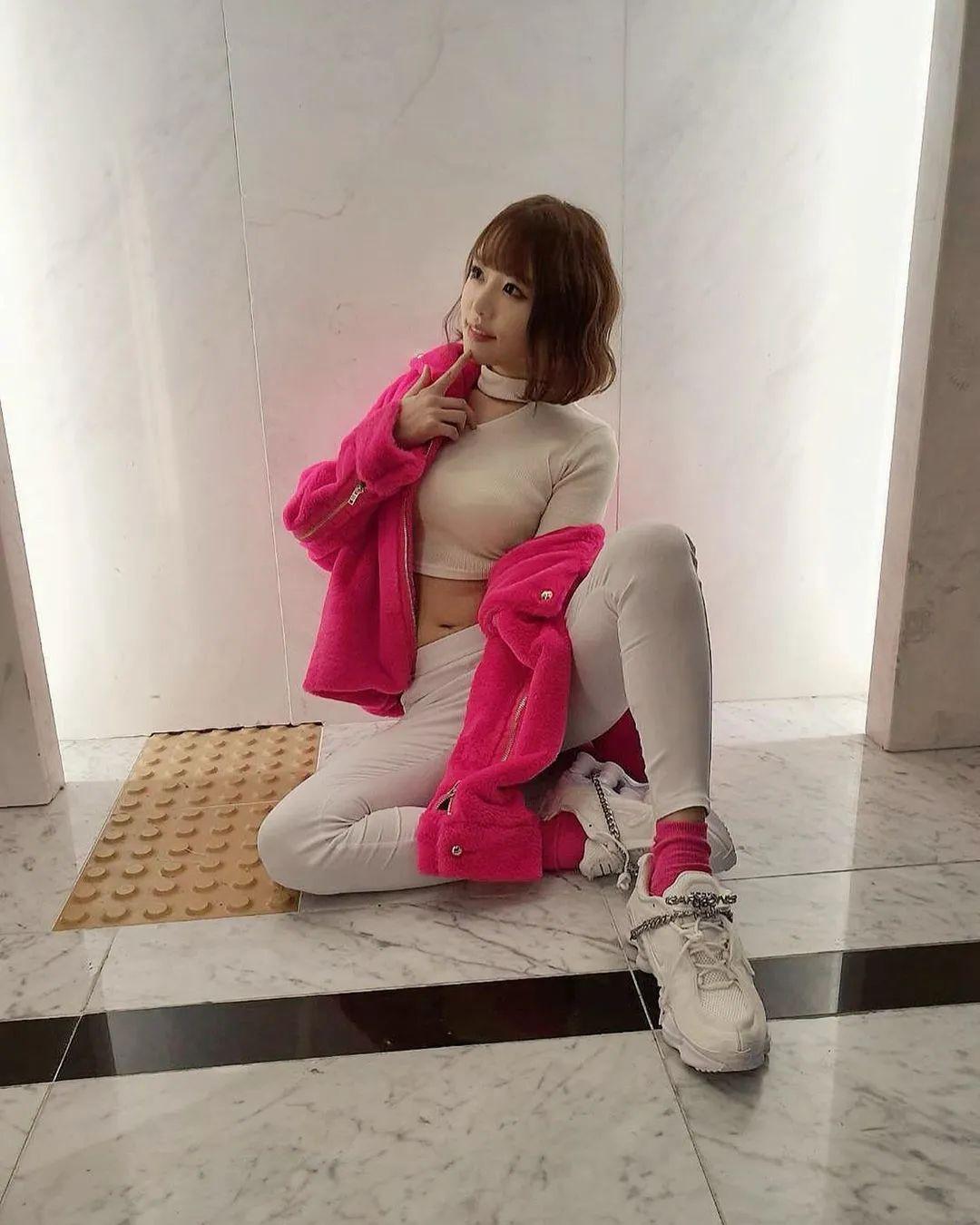 波多野结衣上脚Nike小皇帝,最喜欢Supreme的女优实锤了!