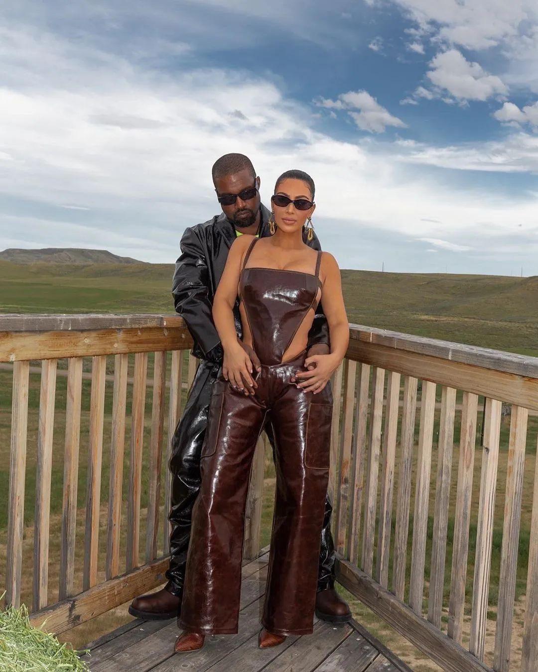 Yeezy工厂搬到美国计划失败!2年内Kanye亏了1900万!卖房!
